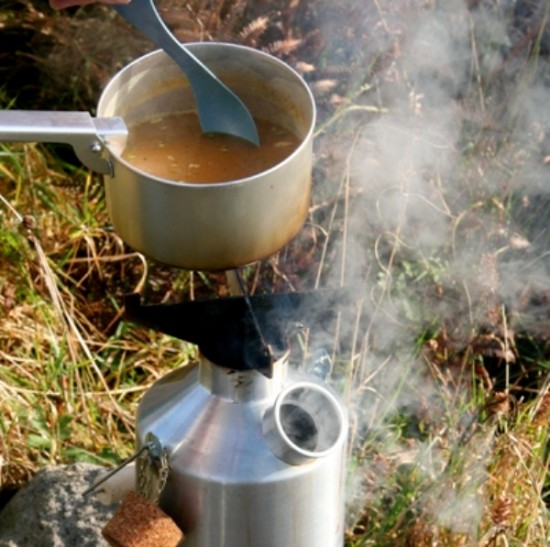 Cooking Soup on Pot-Support while Kettle boils