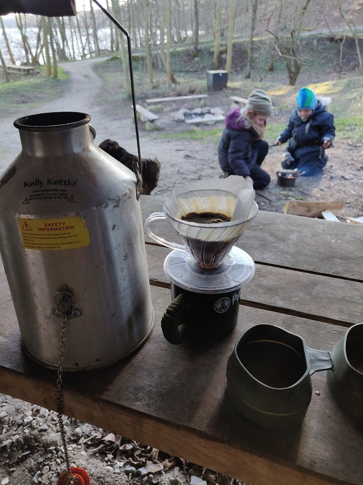 Shelter trip with my kids. Cold wind, so hot coffee for me,hot cocoa for The kids,before sleeping outside (shelter) - Denmark,sleep out