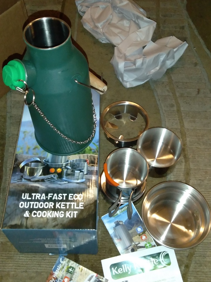 Unboxing my new Green Kelly Kettle Trekker Kit!  Note: this kettle was painted Green after supply ;-)
