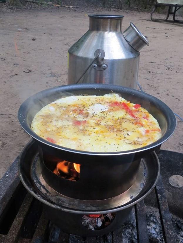 Omelette on the Kelly Kettle -HOBO STOVE